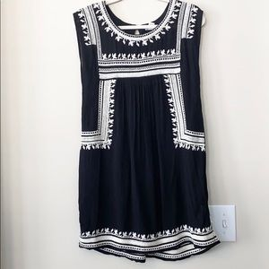 BOGO-Forever 21 B&W Embroidered Tunic M